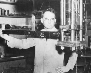 Percy Bridgman with his high-pressure experimental apparatus, around 1915.