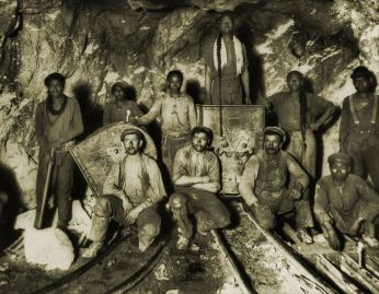 Chinese, African, European miners in South African gold mine around 1910