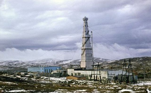 Kola super-deep scientific well derrick, around 1980.