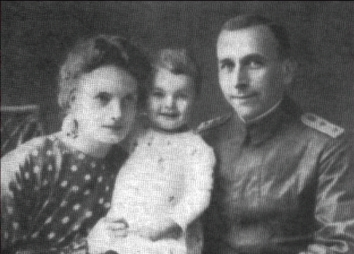 Wegener, his wife and daughter, 1916